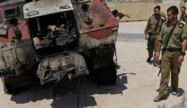 IDF soldiers look at wreckage of Egyptian military vehicle used in Sinai attack, August 6. 2012.