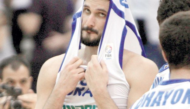 Casspi looking in disbelief after Israel's loss on Saturday.