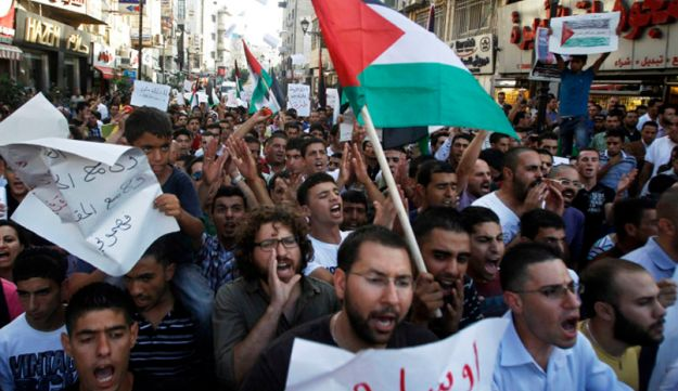 Palestinians protesting against the rising cost of living – Reuters – September 11, 2012.