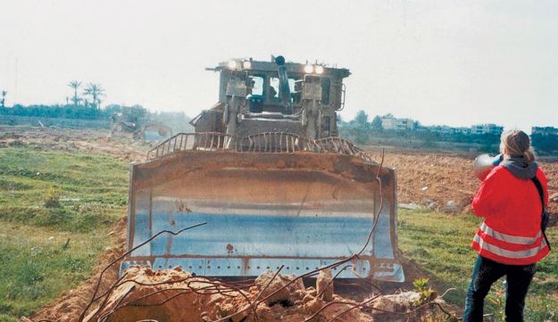 Rachel Corrie standing before an IDF bulldozer in Rafah.