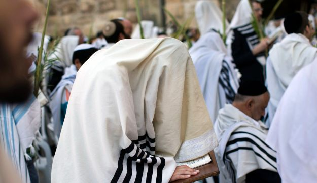 Cohanim reciting the priestly blessing