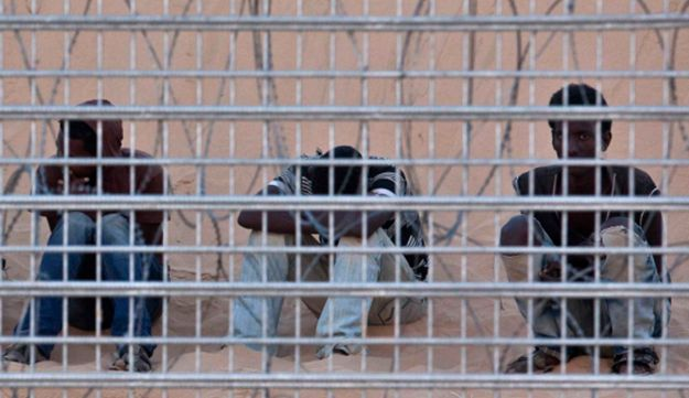 African migrants trapped at the Israel-Egypt border fence
