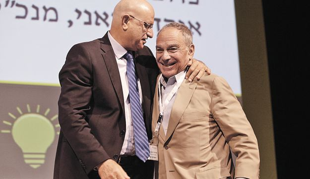 Eytan Sheshinski, right, with Labor MK Avishai Braverman at Wednesday's conference.