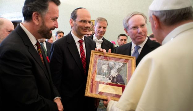 Pope Francis exchanges gifts
