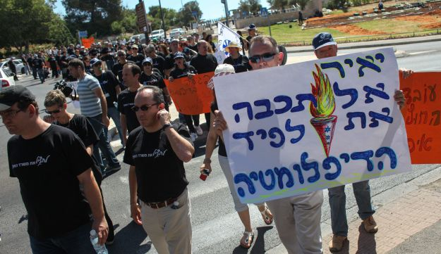 Foreign Ministry workers rally for better terms.