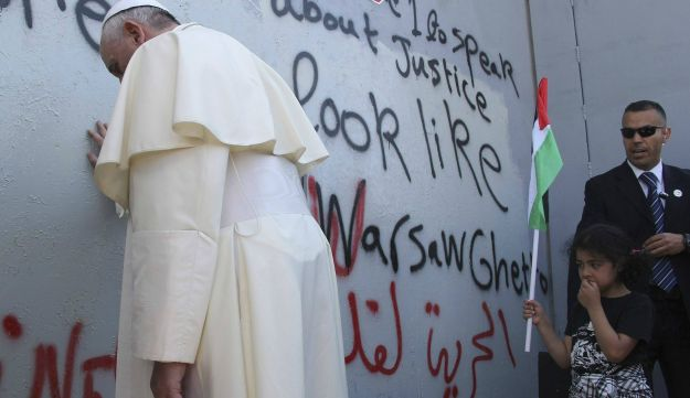 Pope in Bethlehem at separation fence