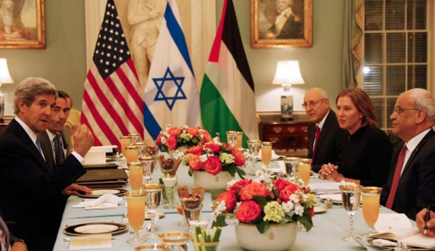 Kerry with Israeli and Palestinian negotiators at Iftar dinner marking renewal of talks