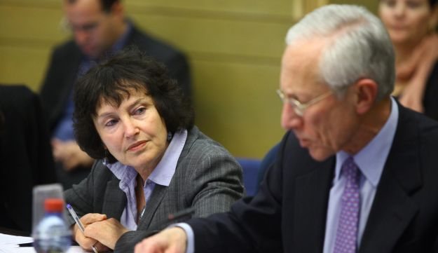 Acting Bank of Israel Governor Karnit Flug with the bank's former chief, Stanley Fischer.