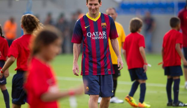 Lionel Messi smiles as he plays with Israeli and Arab children