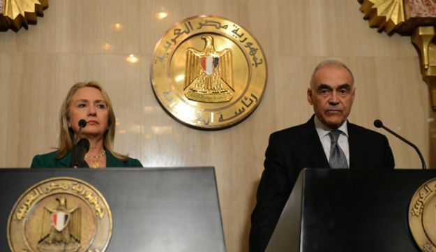 Egyptian Foreign Minister Mohamed Kamel Amr and U.S. Secretary of state Hilary Clinton