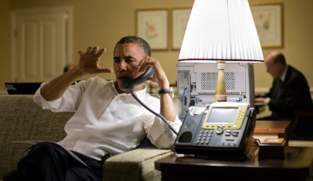 US President Barack Obama talks with Israeli Prime Minister Benjamin Netanyahu during a phone call