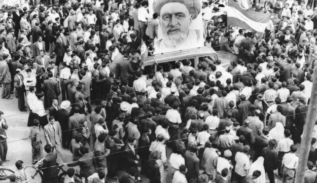 File photo: Crowds of supporters of PM Mossadegh gather around a huge portrait of Iranian Mullah Kashani, one of the powerful backers of the regime, in Tehran. Dec. 13, 1951.
