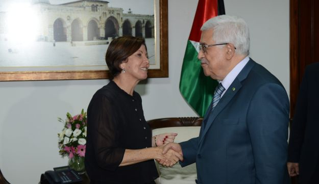 Meretz MK Zahava Gal-On at a meeting with Palestinian President Mahmoud Abbas on August 22, 2013.