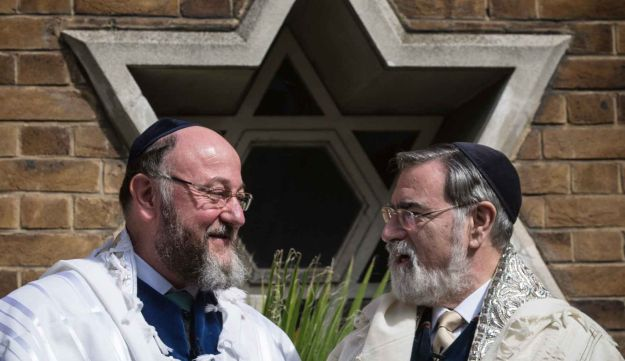 Lord Jonathan Sacks, right, speaks with his successor Chief Rabbi Ephraim Mirvis.