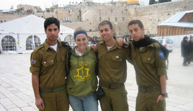 Ila Gold, second from left, bonded with Israeli soldiers on her Birthright trip