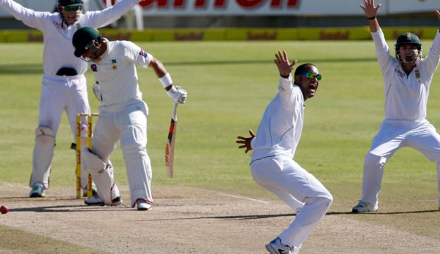 South Africa's Robin Peterson (2nd R) appeals unsuccessfully for the wicket of Pakistan's Misbah-ul-