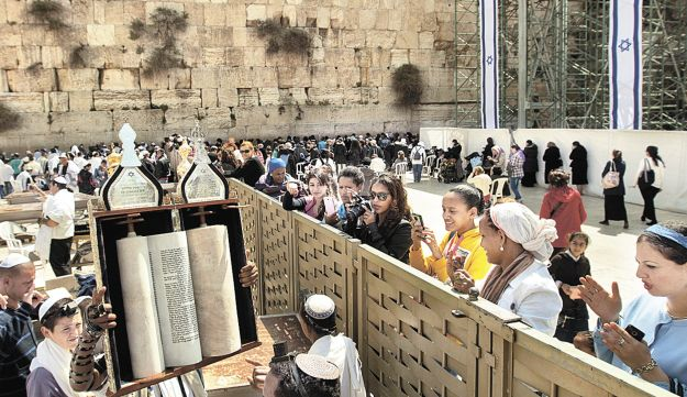 Men and women praying on both sides of the divide at the Western Wall plaza on April 10, 2013.