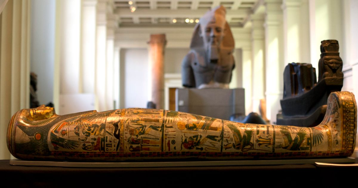mummification and the destruction of king tutankhamens burial treasure in unwrapping ancient egypt a 6 tutankhamun and the cursed tomb ancient egypt saw the rise and fall of quite a many the first of these monumental burial sites for the third dynasty's king djoser was built the rich history of ancient egypt spawns far beyond the grandeur of its pyramids.