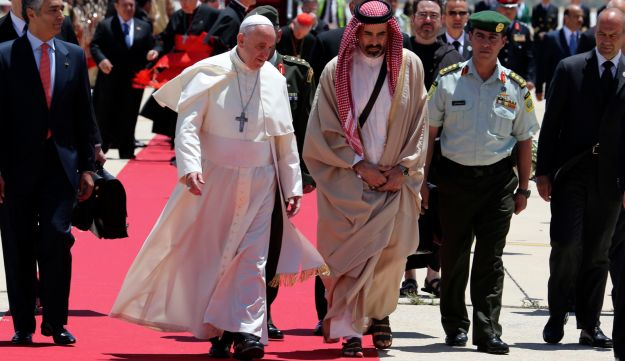 Pope Francis lands in Amman, May 24, 2014.
