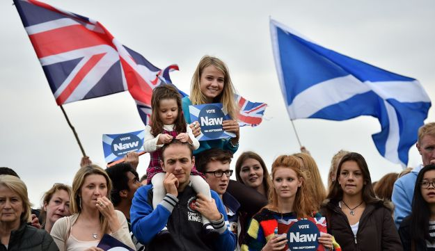 Pro-Union 'No' supporters gather during a rally in Edinburgh, Scotland on September 14, 2014.