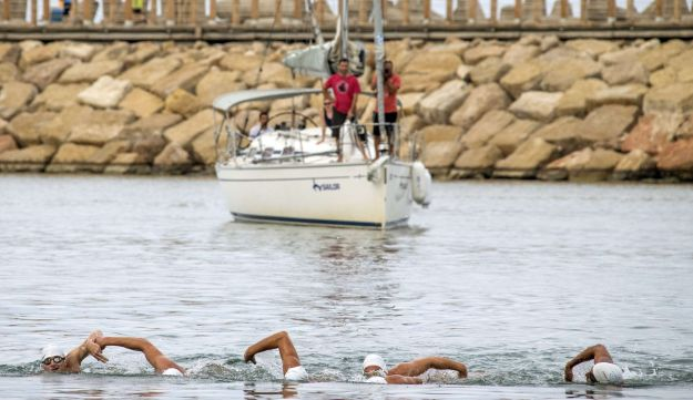 Israeli swimmers arrive at Marina in Herzliya after swimming from Cyprus.