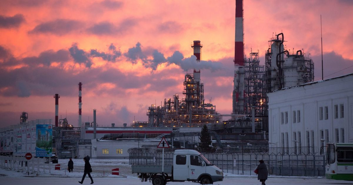 Falling oil prices could give West upper hand