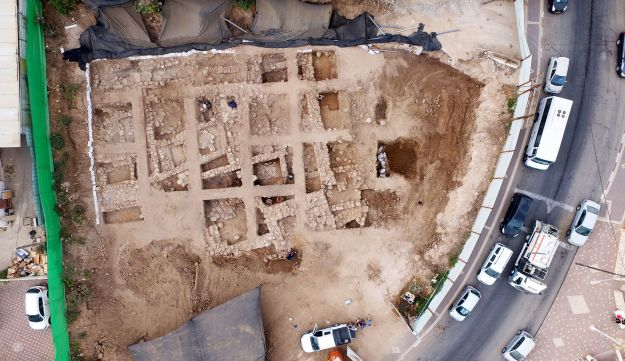 An aerial photograph of the excavation.
