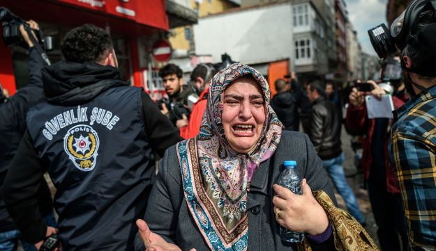 A woman cries as Turkish anti-riot police officers disperse supporters in front of the headquarters of the Turkish daily newspaper Zaman in Istanbul, March 5, 2016.