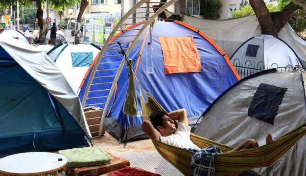 Israelis camp on Rothschild Boulevard in protest of high housing prices, Tel Aviv, Israel, August 10, 2011.