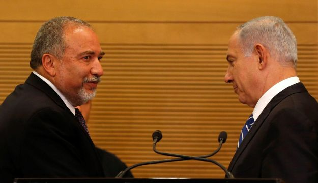 Netanyahu and Lieberman at the Knesset on May 30, 2016.