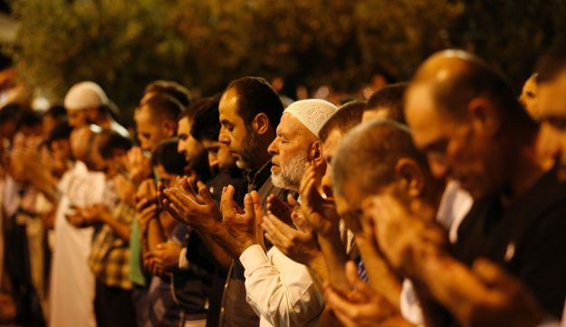 Palestinian Muslim worshipers pray overnight on July 2, 2016 outside the Dome of the Rock in the Al-Aqsa mosques compound in Jerusalem's Old City on the occasion of Laylat al-Qadr.