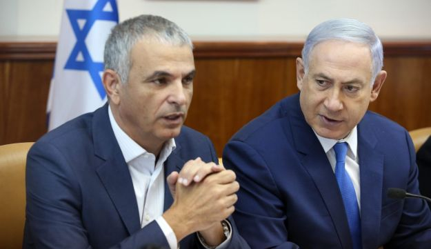 Moshe Kahlon and Benjamin Netanyahu during a weekly cabinet meeting, June 13, 2016.