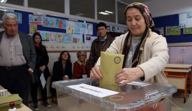 Turkish woman casts her vote at a polling station at a primary school in Ankara, Turkey, Sunday, Nov