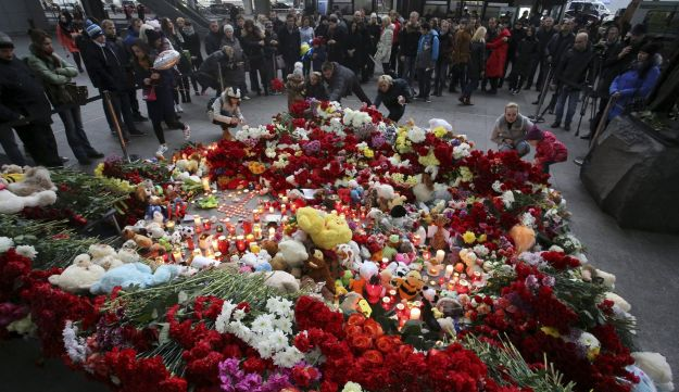 Mourners light candles and lay flowers on a makeshift memorial outside Pulkovo airport in St. Peters
