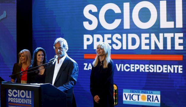 Argentina's ruling party presidential candidate Daniel Scioli arrives at party HQ after losing election. November 22, 2015.