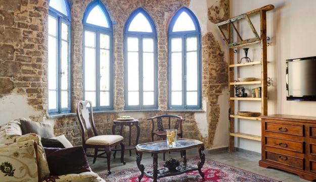A boutique apartment in Tel Aviv available for rent on Airbnb.