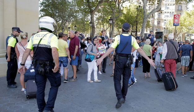 Police officers tell people to leave the scene in the center of Barcelona, August 17, 2017.