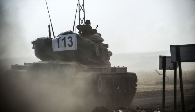 This picture taken on August 24, 2016 shows a Turkish army tank driving towards Syria  in the Turkish-Syrian border city of Karkamis, in the southern region of Gaziantep.