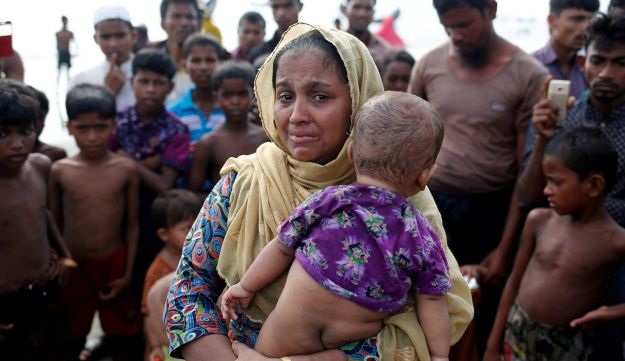 A Rohingya refugee woman cries after crossing the Bangladesh-Myanmar border by boat through the Bay of Bengal in Teknaf, Bangladesh, September 5, 2017.