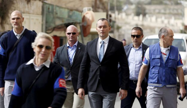 Nikolay Mladenov (center), the United Nations Envoy to the Middle East, during a visit to the West Bank city of Hebron, 2015.