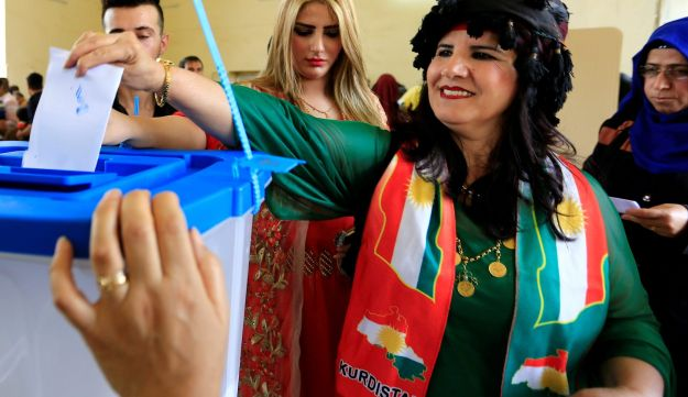 A member of Peshmerga forces shows his ink-stained finger during Kurds independence referendum in Sheikh Amir village, Iraq, September 25, 2017.