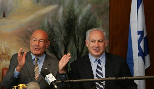 Arnon Milchan and Benjamin Netanyahu in Jerusalem in 2005.