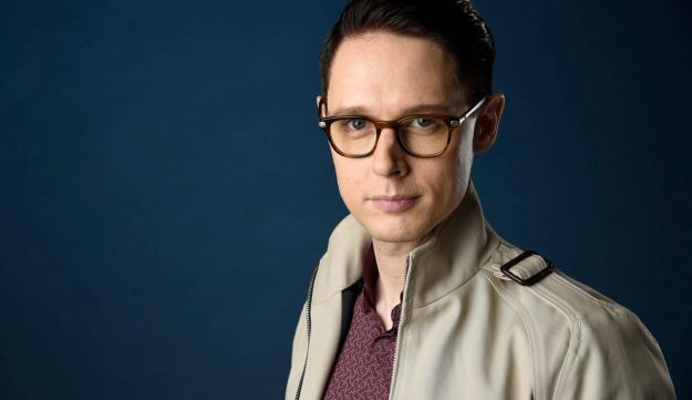 "Samuel Barnett poses for a portrait to promote the television series ""Dirk Gently's Holistic Detective Agency"" on day three of Comic-Con International on Saturday, July 22, 2017, in San Diego. (Photo by Chris Pizzello/Invision/AP)"