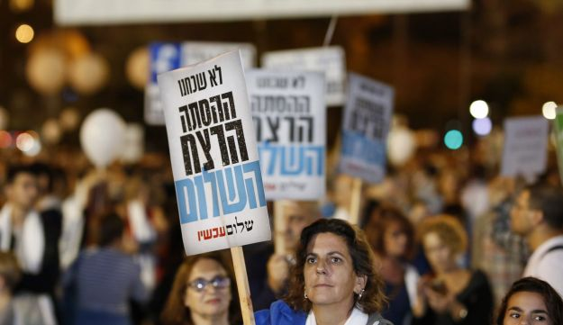 Thousands gather at Tel Aviv's Rabin Square in memory of slain Prime Minister Yitzhak Rabin, November 4, 2017.