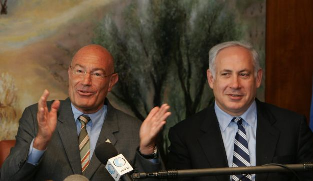 FILE PHOTO- Israeli-American movie producer Arnon Milchan (L) is flanked by Finance Minister Benjamin Netanyahu at a press conference on March 28, 2005 in Jerusalem, Israel.