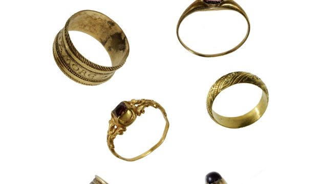 Golden rings found among the remains of the Jewish cemetery in Bologna
