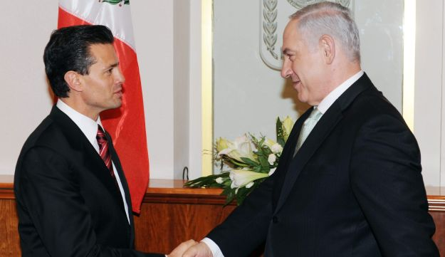 Prime Minister Benjamin Netanyahu (right) meets with Mexico's President Enrique Pena Nieto at the Prime Minister's Office in Jerusalem, 2010.