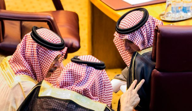 """Saudi Foreign Minister Adel al-Jubeir (R) speaks with members of the Saudi delegation during a meeting at the Arab League headquarters in the Egyptian capital Cairo on November 19, 2017. Arab foreign ministers gathered in Cairo at Saudi Arabia's request for an extraordinary meeting to discuss alleged """"violations"""" committed by Iran in the region. / AFP PHOTO / KHALED DESOUKI"""