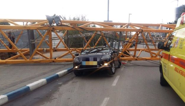 Crane collapses in central Israeli city of Bat Yam. February 13, 2017.