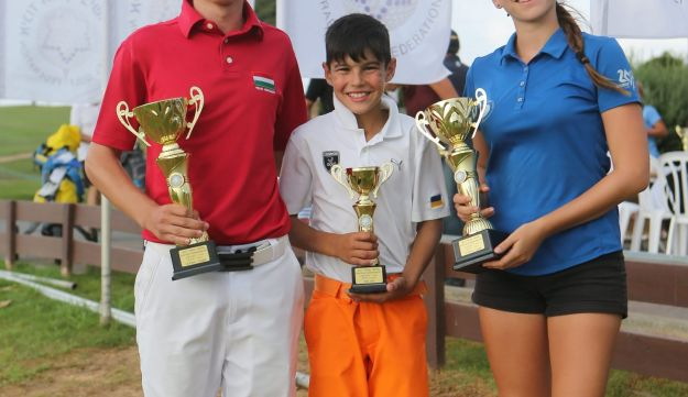 From left to right: Hollo Zsomber from Hungry winner of the boys' juniors section, Lev Grinberg from Ukraine and Dana Lerner winner of the girls' junior section